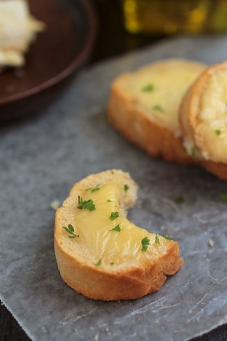 Roasted Garlic and Brie Crostini